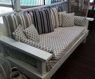 Daybed with single mattress Allambie Heights, NSW